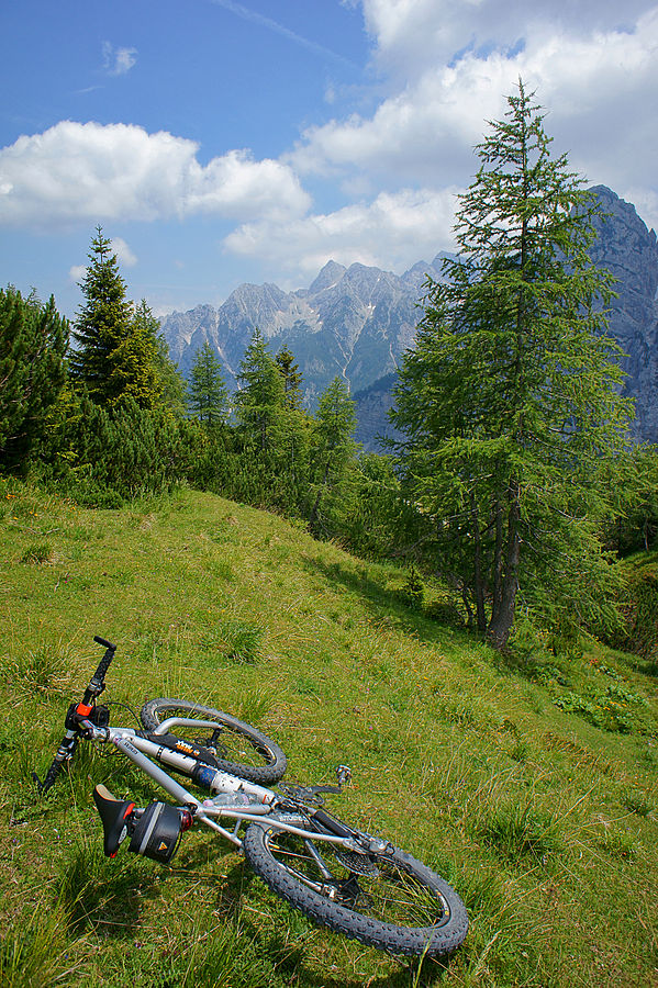 In order to get one that will allow you to traverse landscapes like this, knowing how to purchase a bike that's right for you is essential ... photo by CC user Petar Milošević on wikimedia
